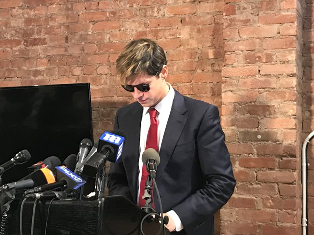 Milo Yiannopoulos resigns from Breitbart amid child sex comments
