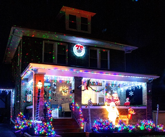PHOTO SLIDESHOW: Christmas Light Displays
